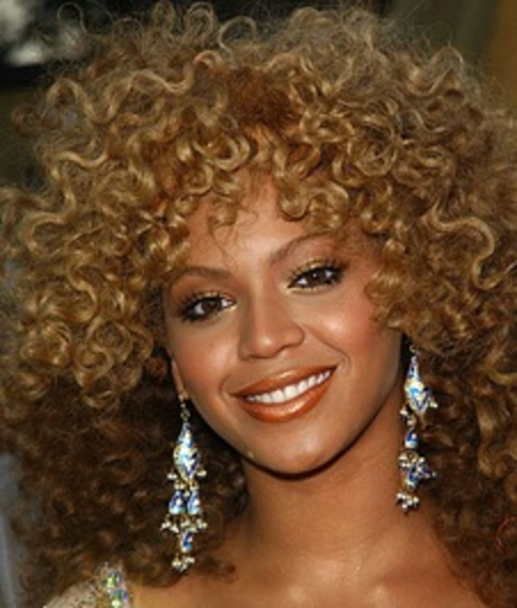 Beyonce in a two-tone blonde and brown afro style