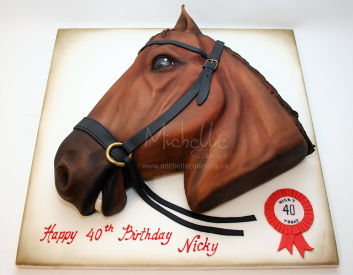 Look at the clarity of this horse head cake! Isn't it amazing. Creativity at its best.