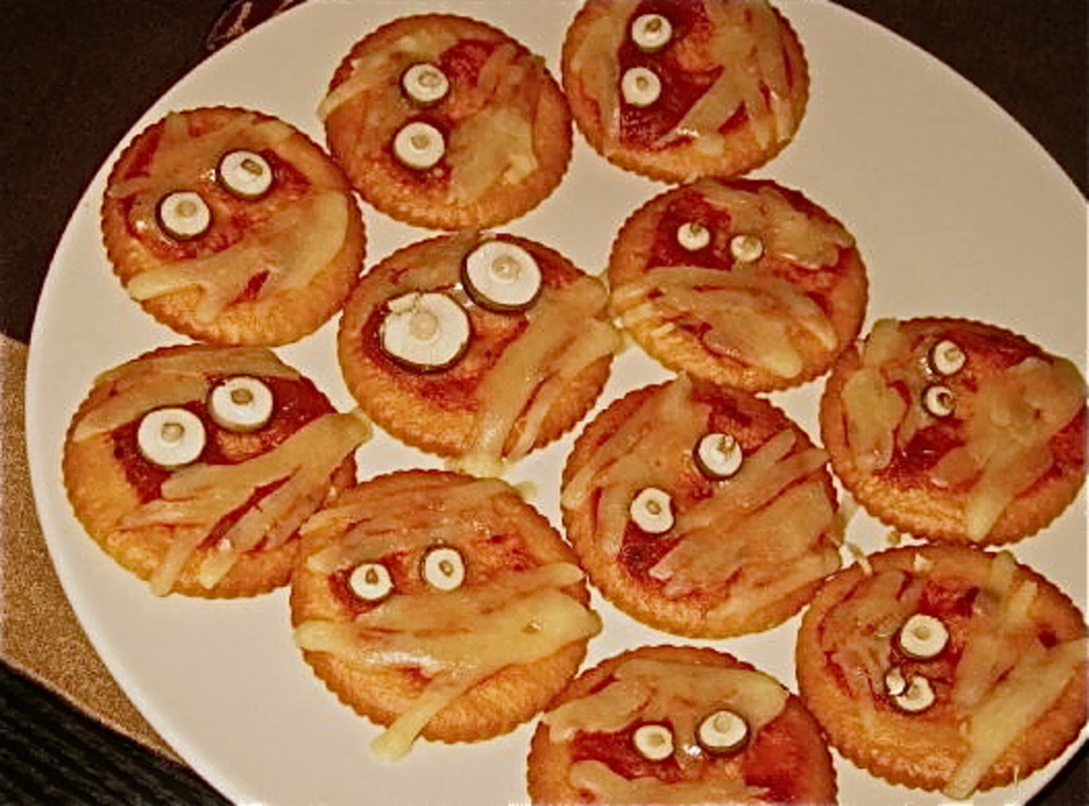 Mummy Face Pizzas