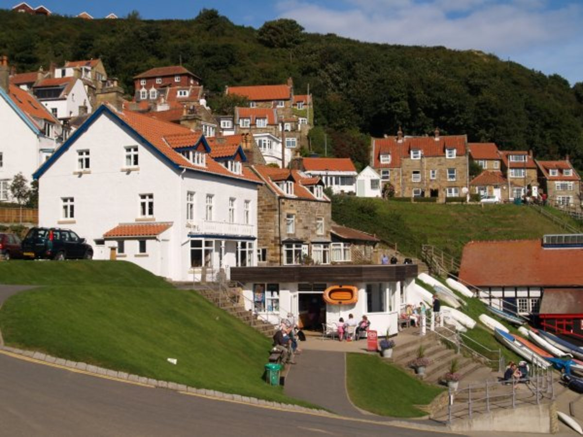 Runswick seafront with a comfortable harbourside cafe at the head of the ramp