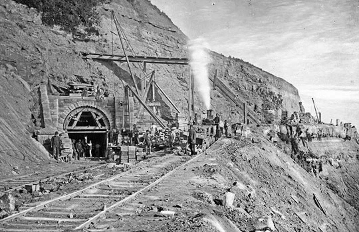 Building Kettleness tunnel on a new heading was necessary for the NER on taking over the line after it met with financial difficulties. John 'Paddy' Waddell the original engineer had built the line too close to the cliff edge