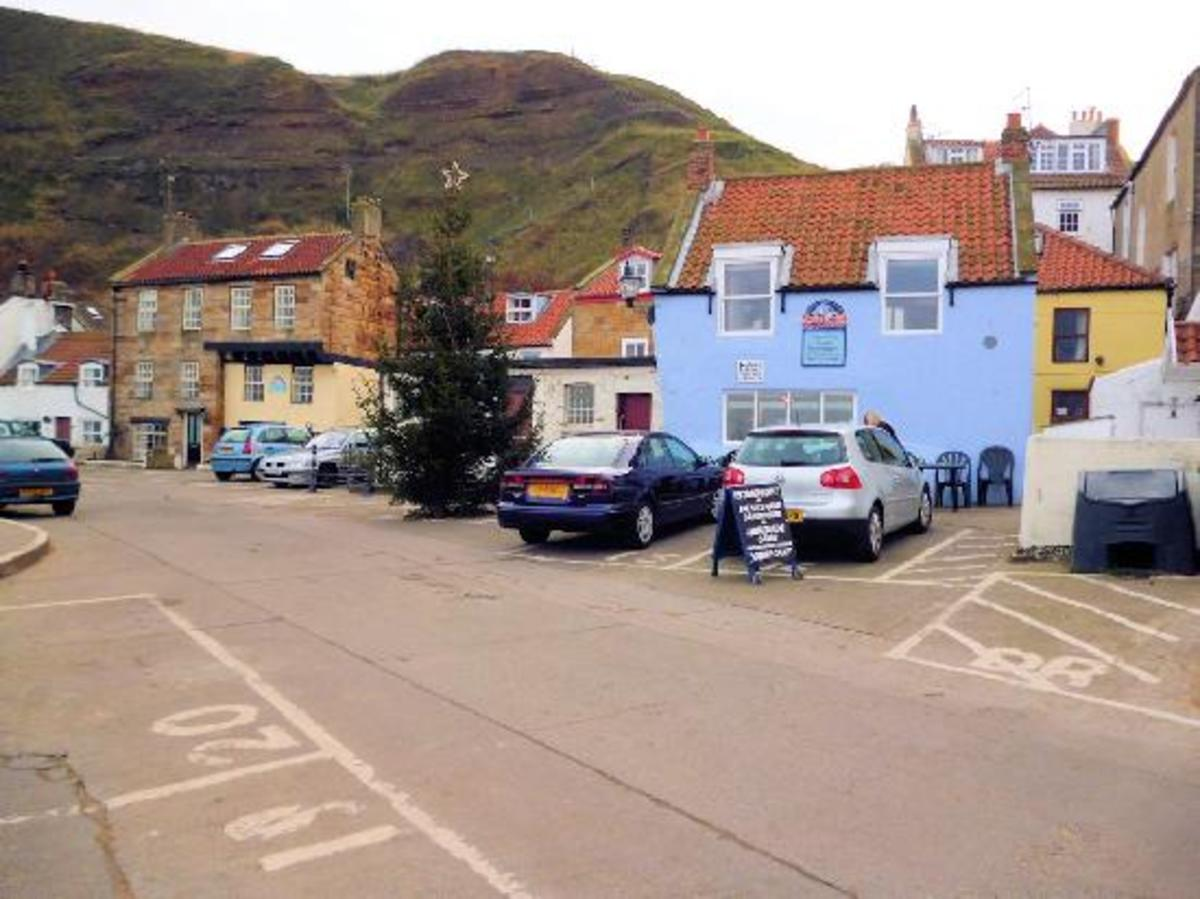 The blue building is the cosy Sea Drift Cafe, worth a visit if you're down this way and don'r fancy an alcoholic drink or pub meal