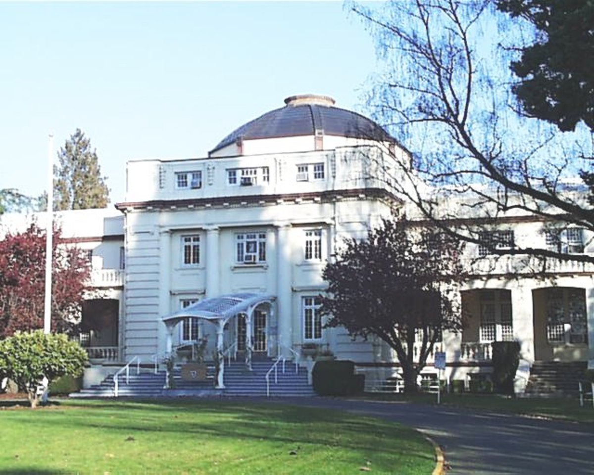 "The 1912 ""Dome Building"" on the grounds of the Oregon State Hospital, now used as the headquarters for the Oregon Department of Corrections. ""One Flew Over the Cuckoo's Nest"" was filmed here as well as in the infamous main ""J Building"" of the Oregon"