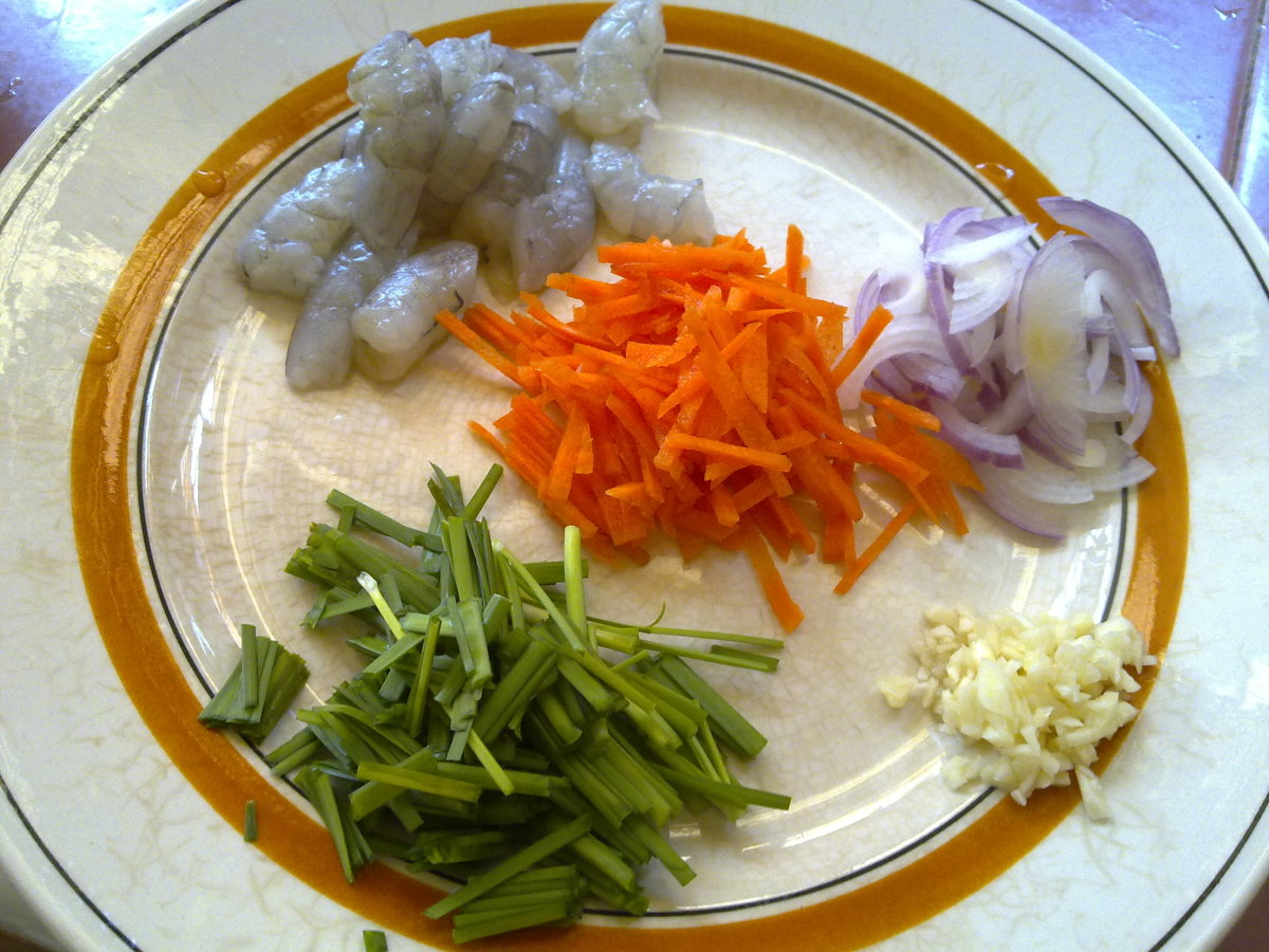 Prawns, carrot strips, onions, chopped garlic and chives