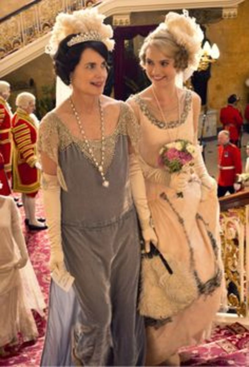 Elizabeth McGovern as Countess of Grantham, Cora Crawley with Lily James as Lady Rose McClare