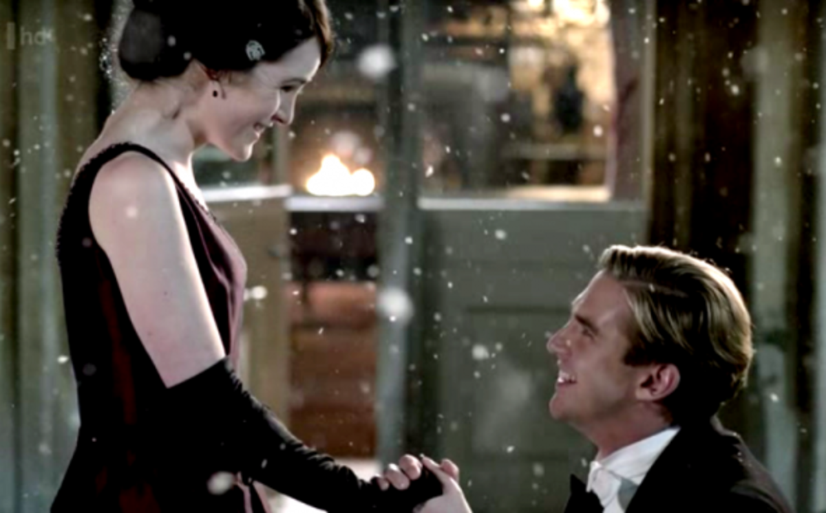 Michelle Dockery as Lady Mary Crawley and Dan Stevens as Matthew Crawlley