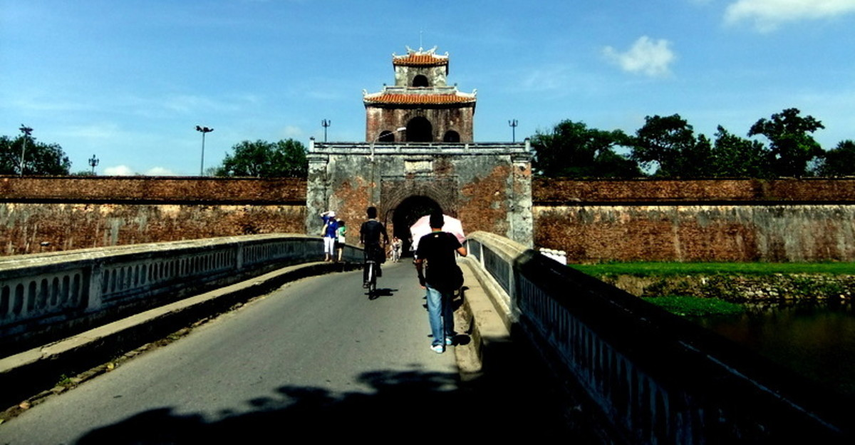 Causeway linking Hue town to Imperial Citadel compound