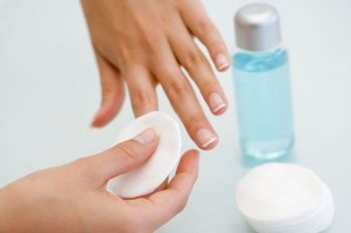 The Right (and easy) Way to Use And Store Nail Polish Remover
