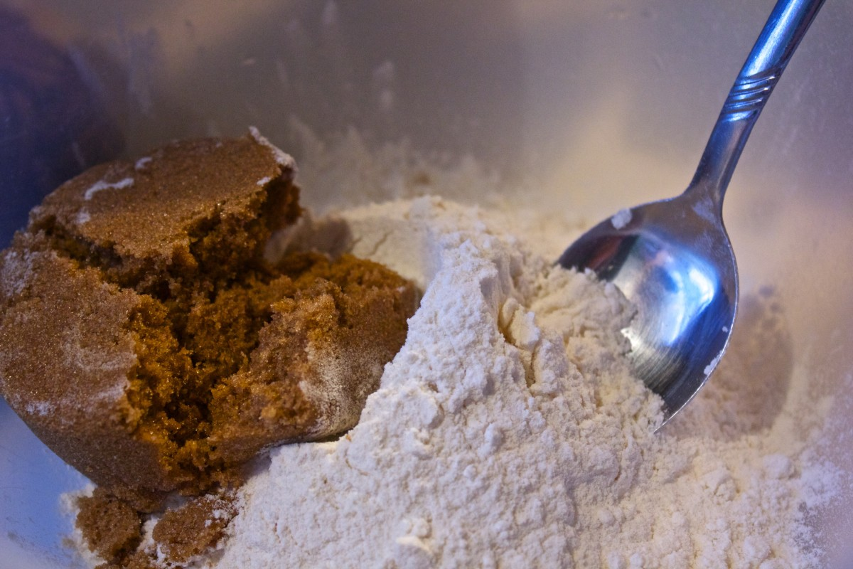 Mixing flour with brown sugar.