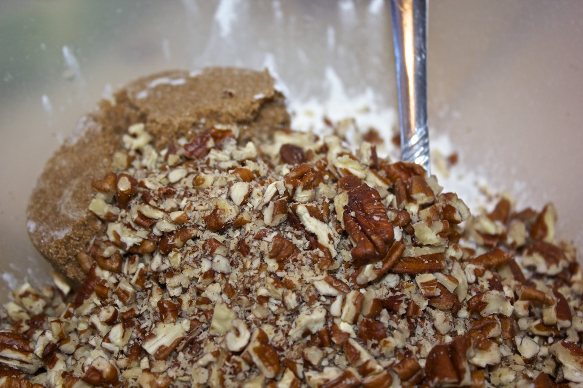 Mixing pecans with flour and brown sugar.