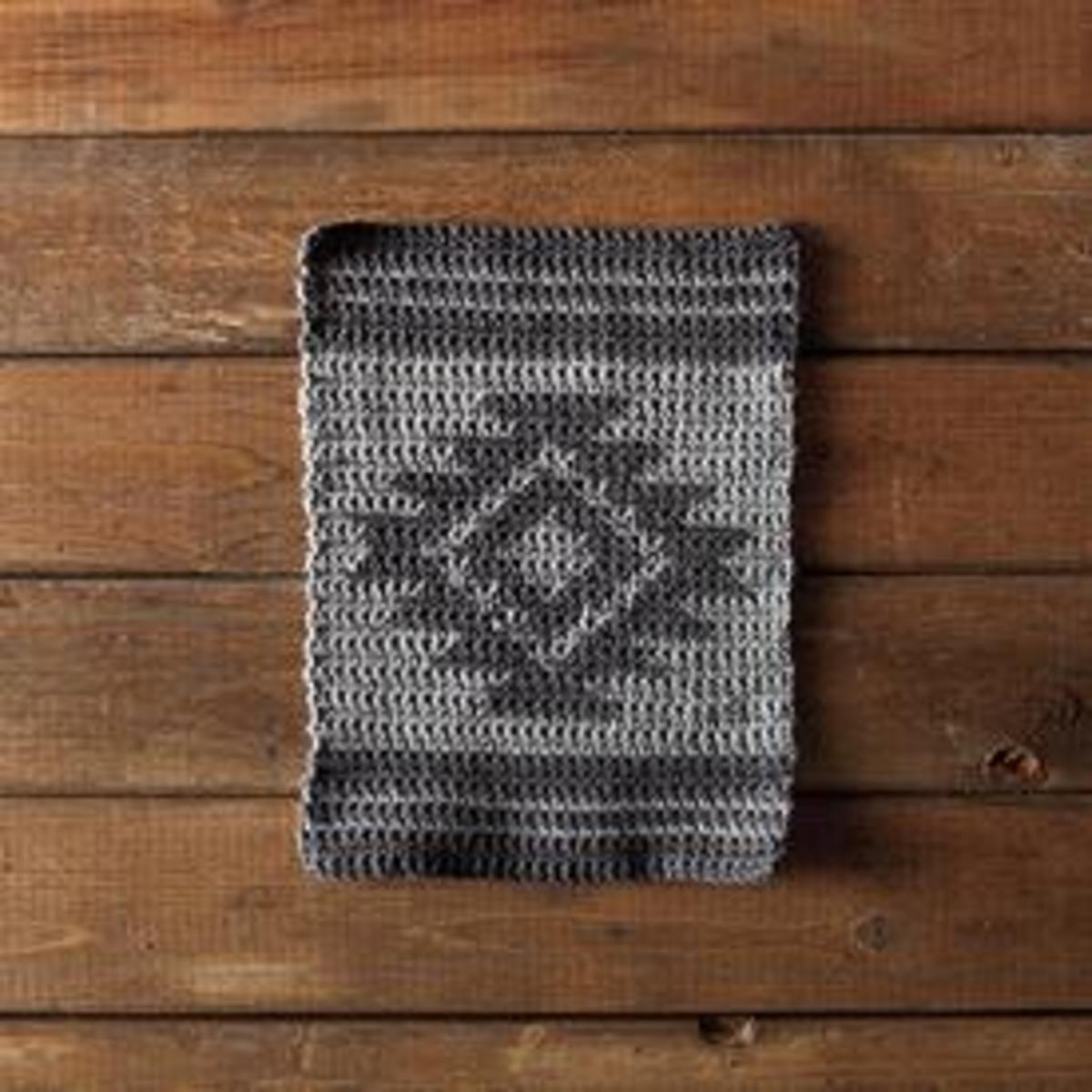 A reversible tapestry crochet ..Free download from : https://www.knitpicks.com/patterns/Aztec_Crochet_Dishcloth__D55816220.html