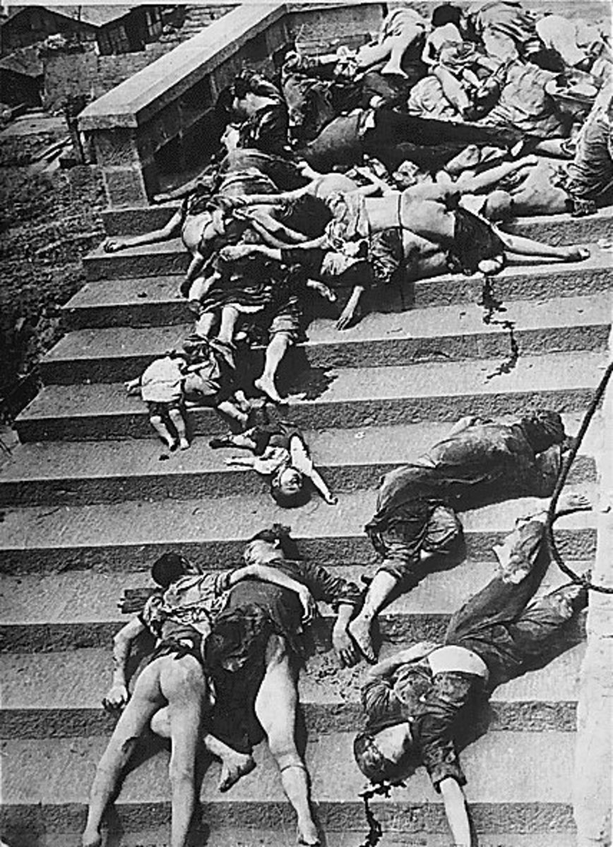 These are the casualties of a mass panic that enveloped the Chinese civilian population of Chongqing during a Japanese air raid in 1941, which cost the lives of 5000 civilians.