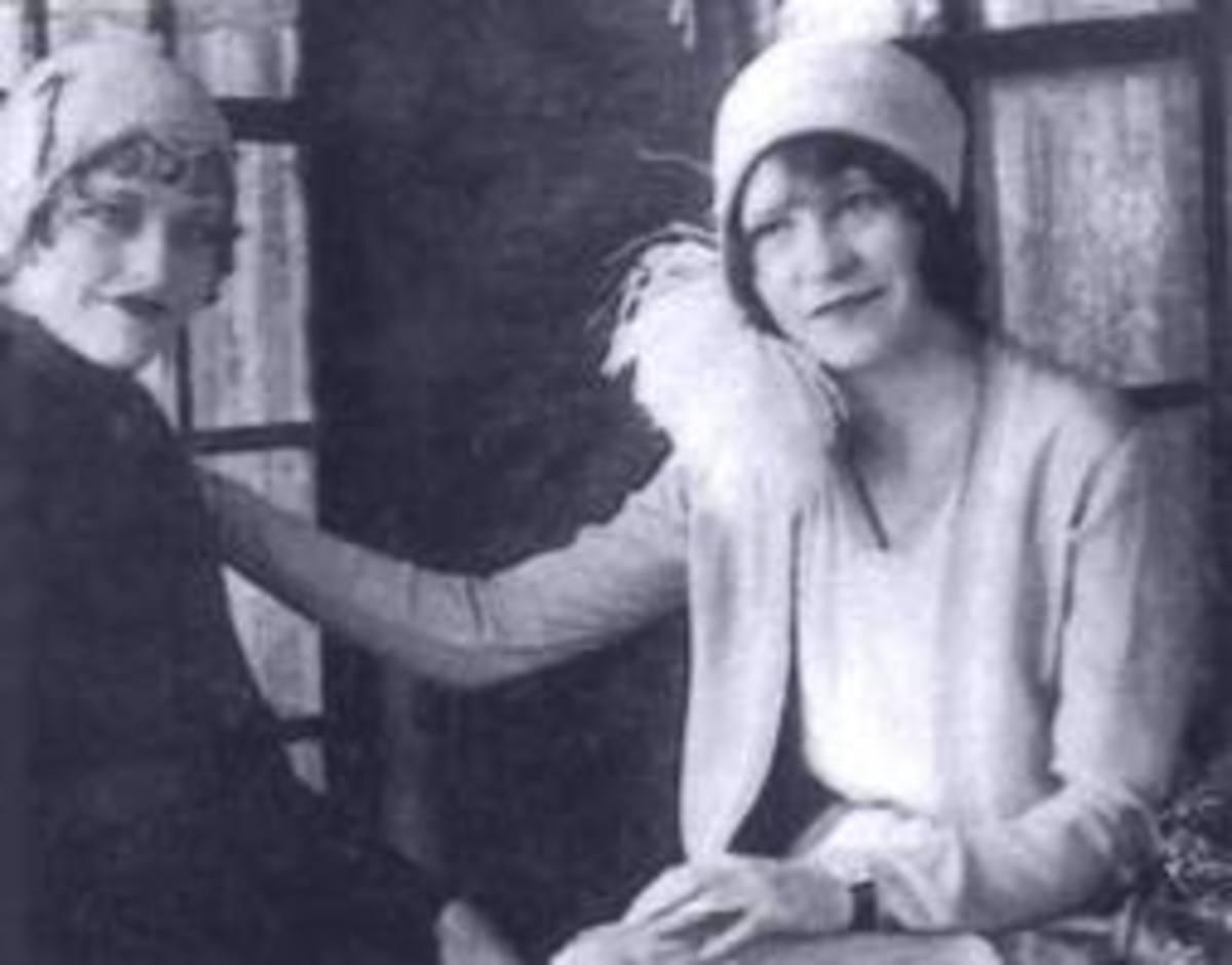 Billier Jean Parker(dark hair) with Bonnie Parker