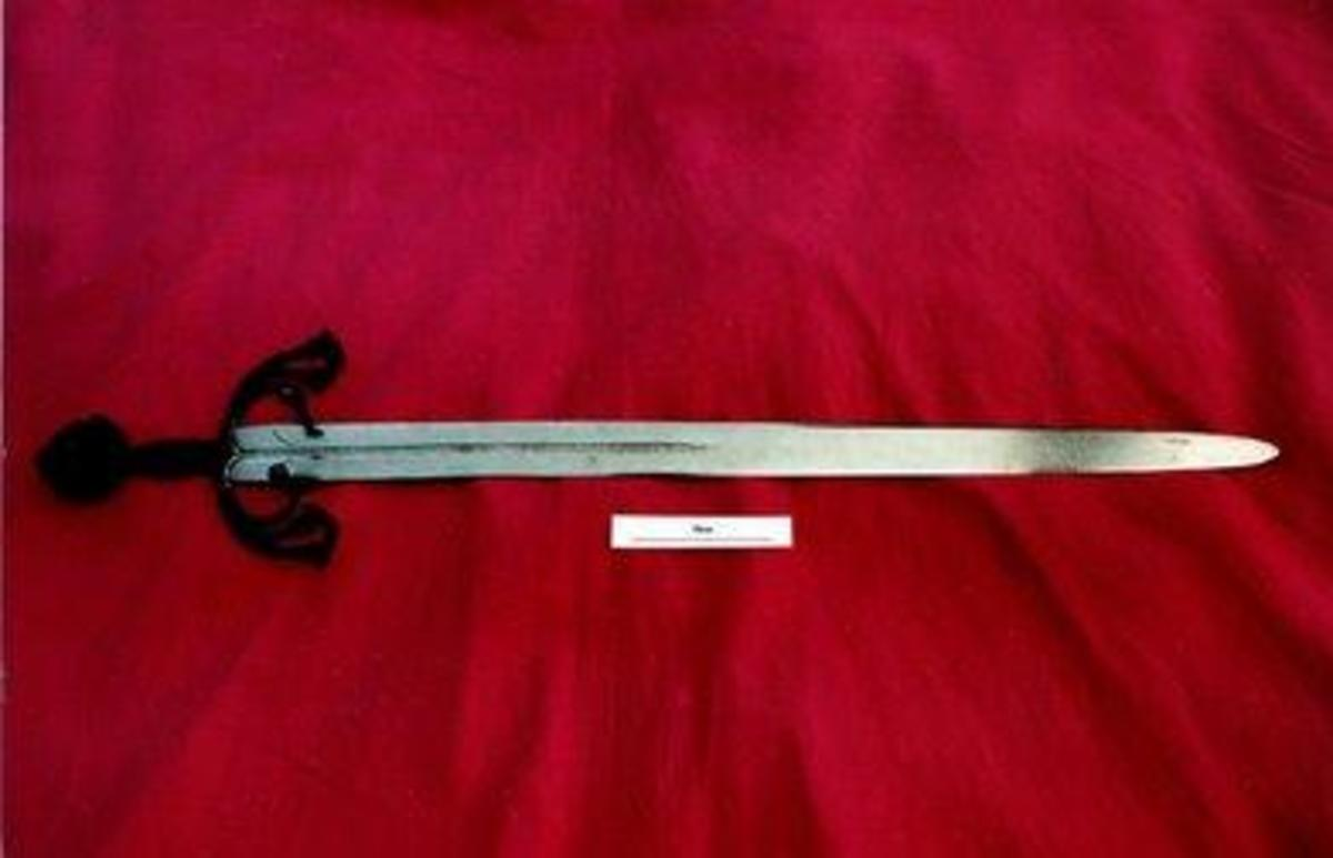 An inscription claims this weapon is Tizona, the legendary blade of El Cid. Metallurgical analysis has shown that the steel blade was forged in Cordoba in the 11th century.
