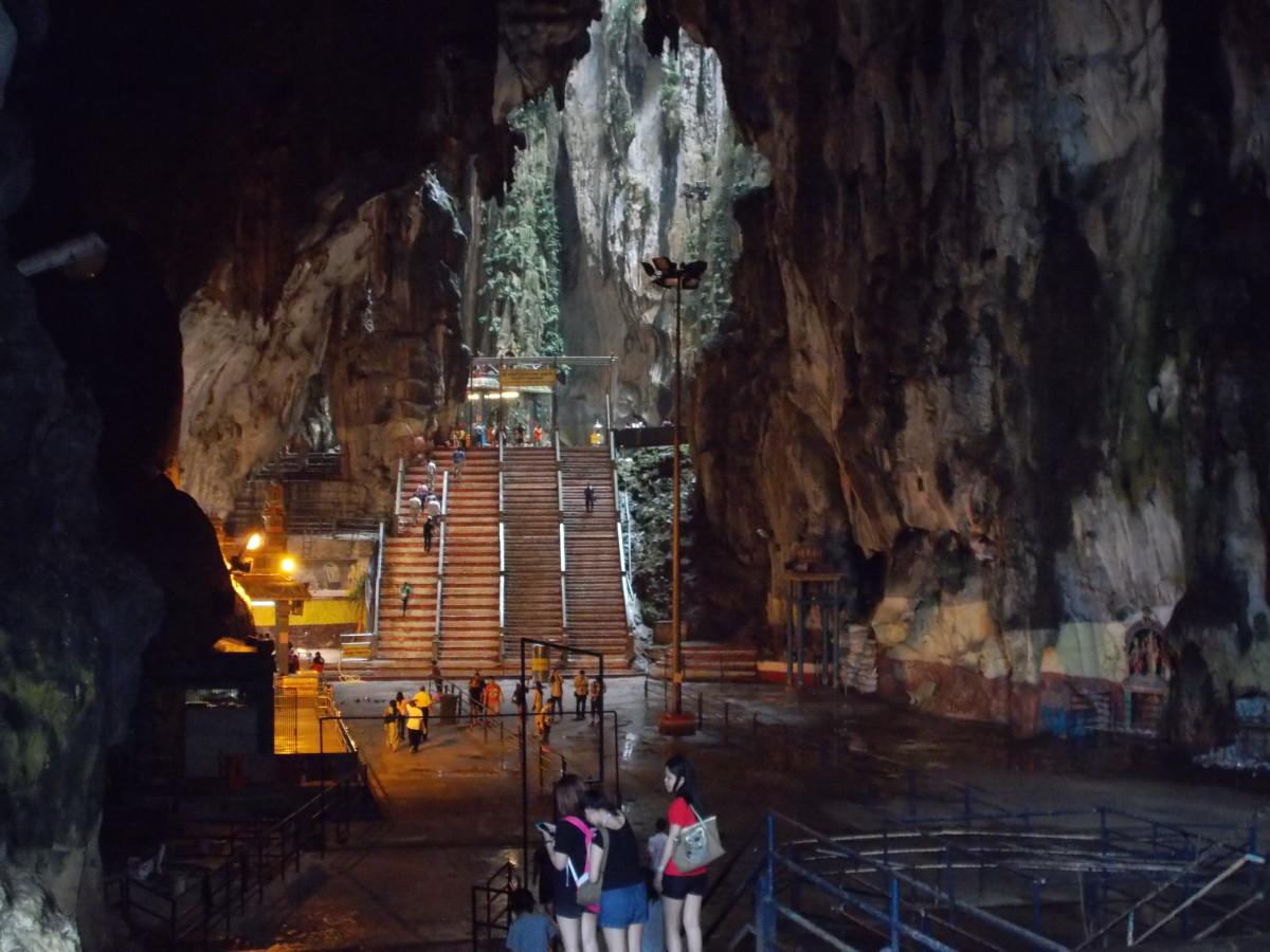 Dentro de las cuevas de Batu