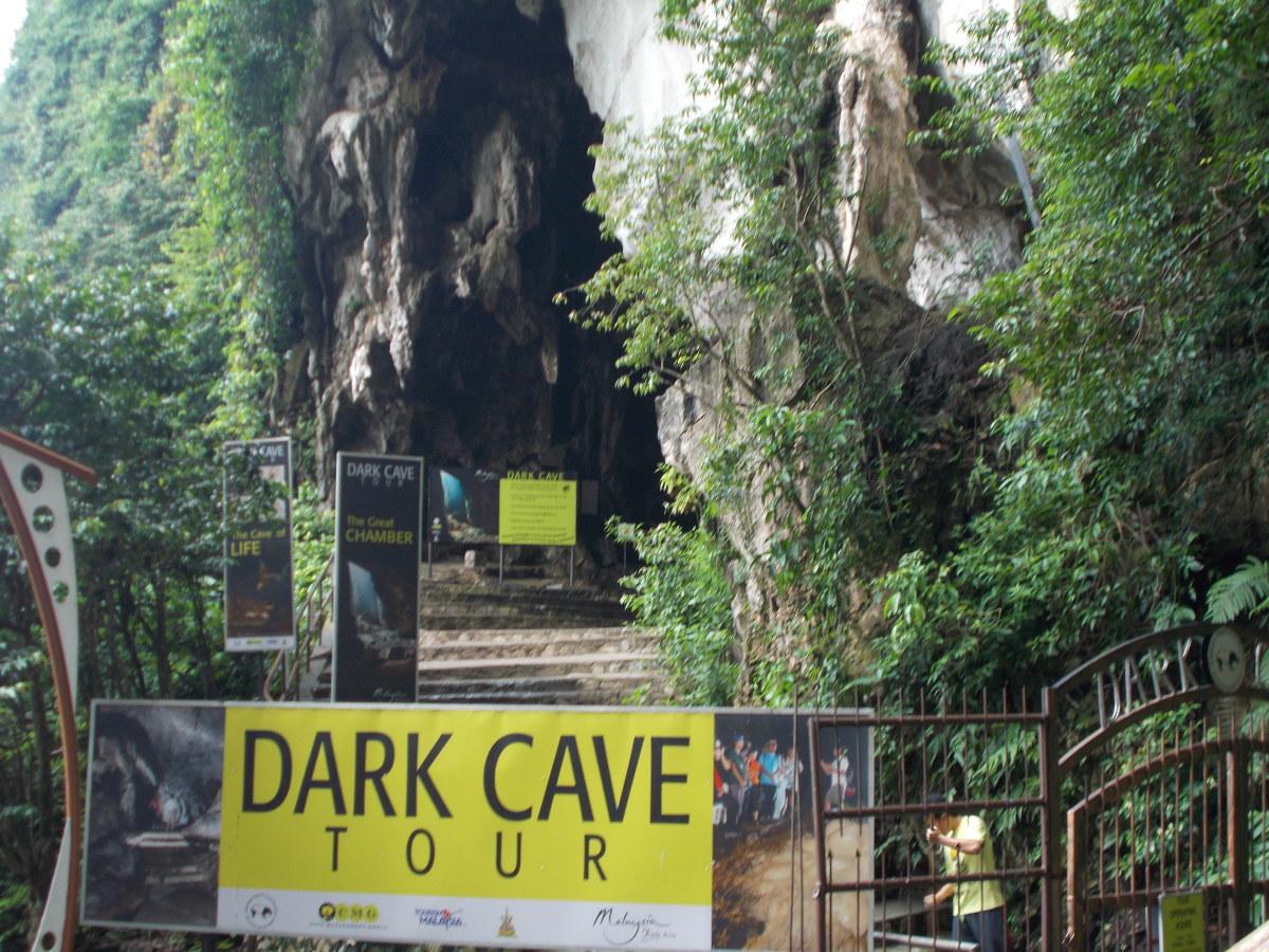 Excursión a la cueva oscura en las cuevas de Batu