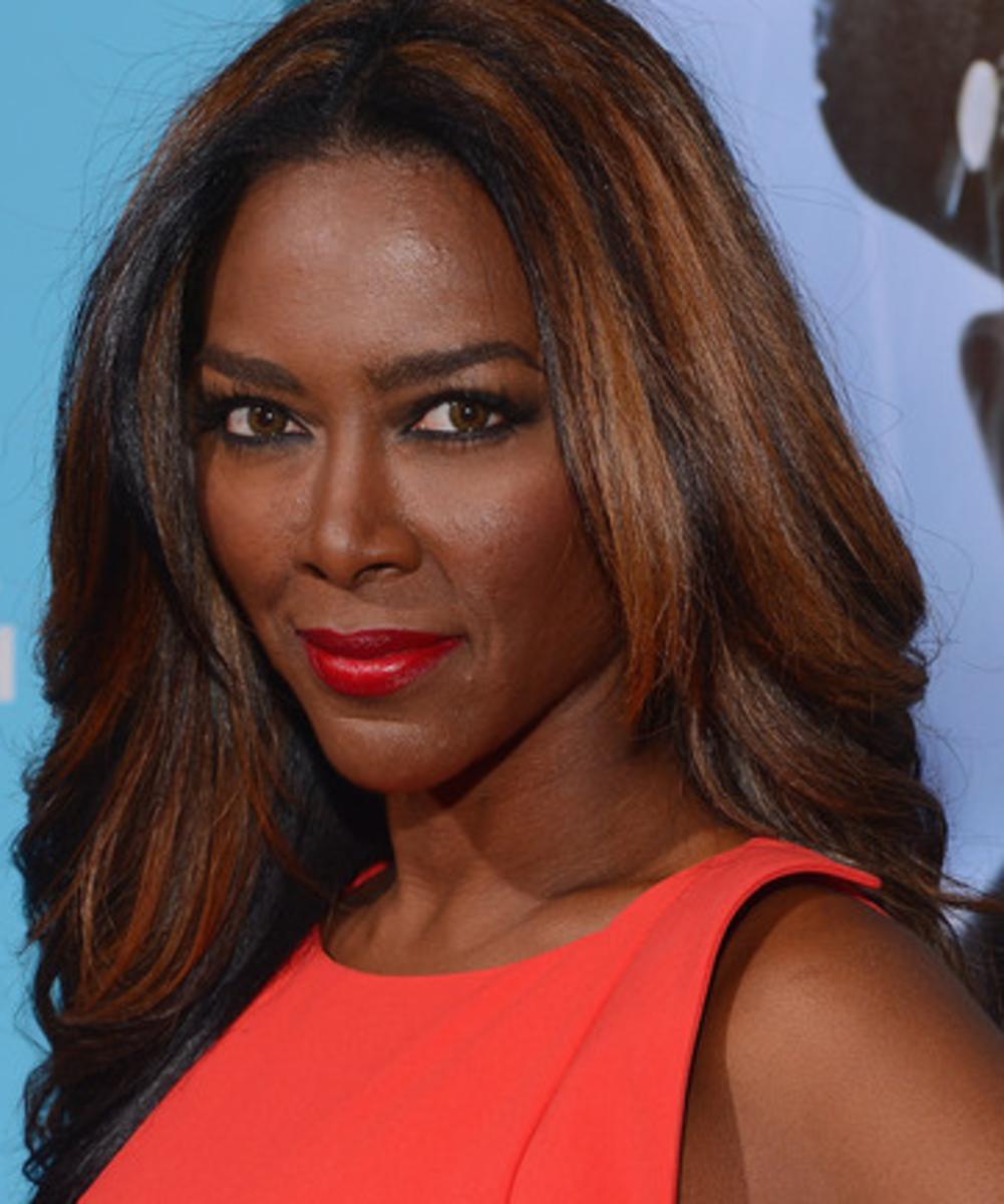 Kenya Moore. Black women with highlights in hair.