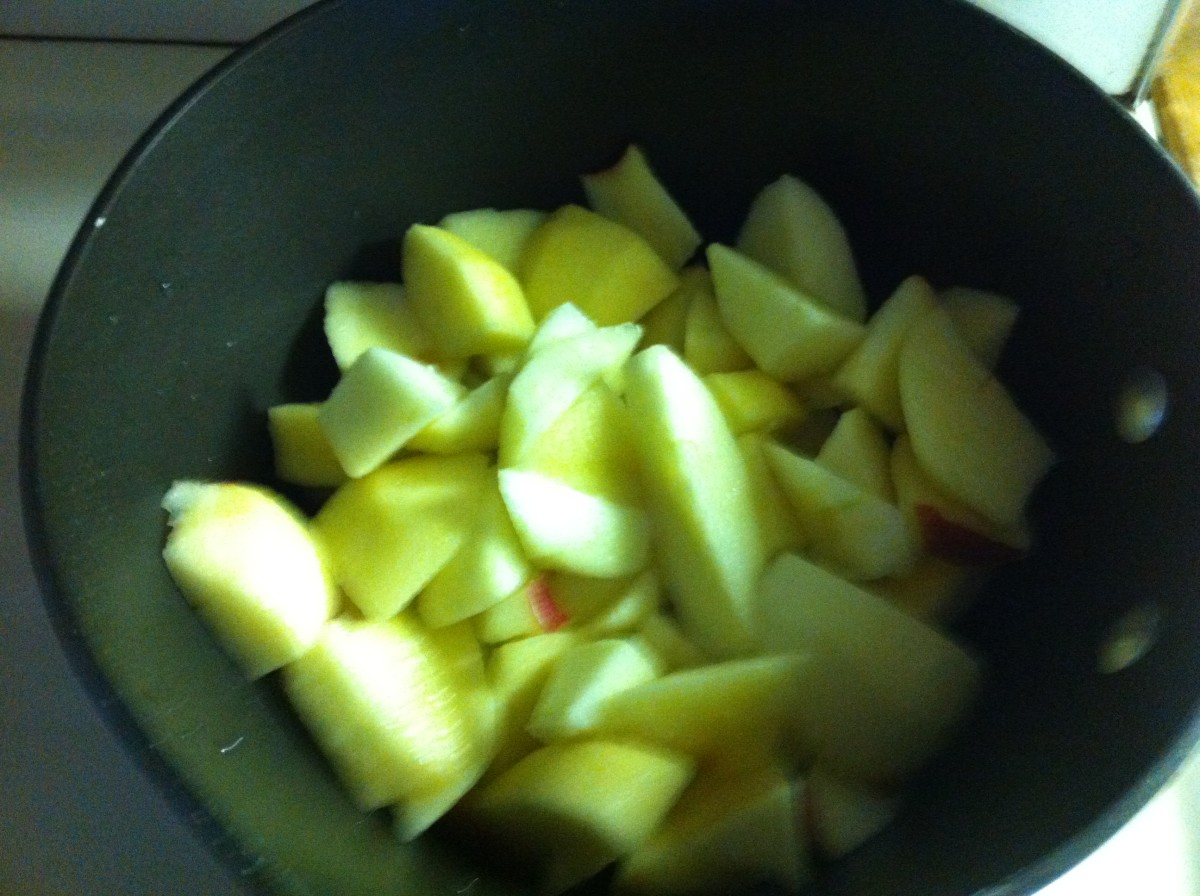 Apples are cooking with water