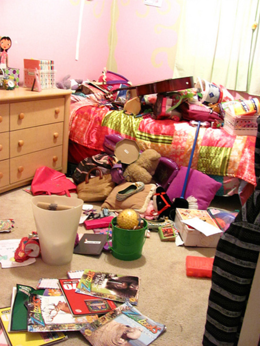 Time to clean up your untidy bedroom, teens! (CC BY 2.0)