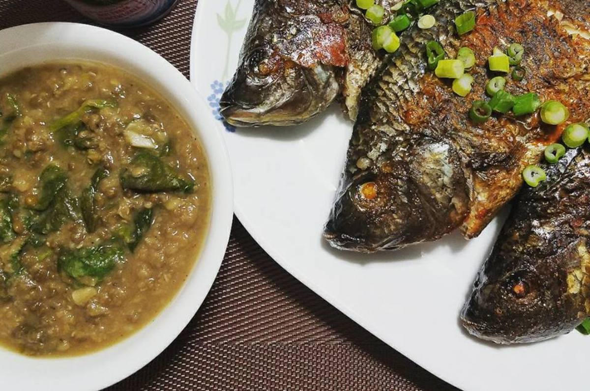 Mung beans (on the left) with broiled fish.