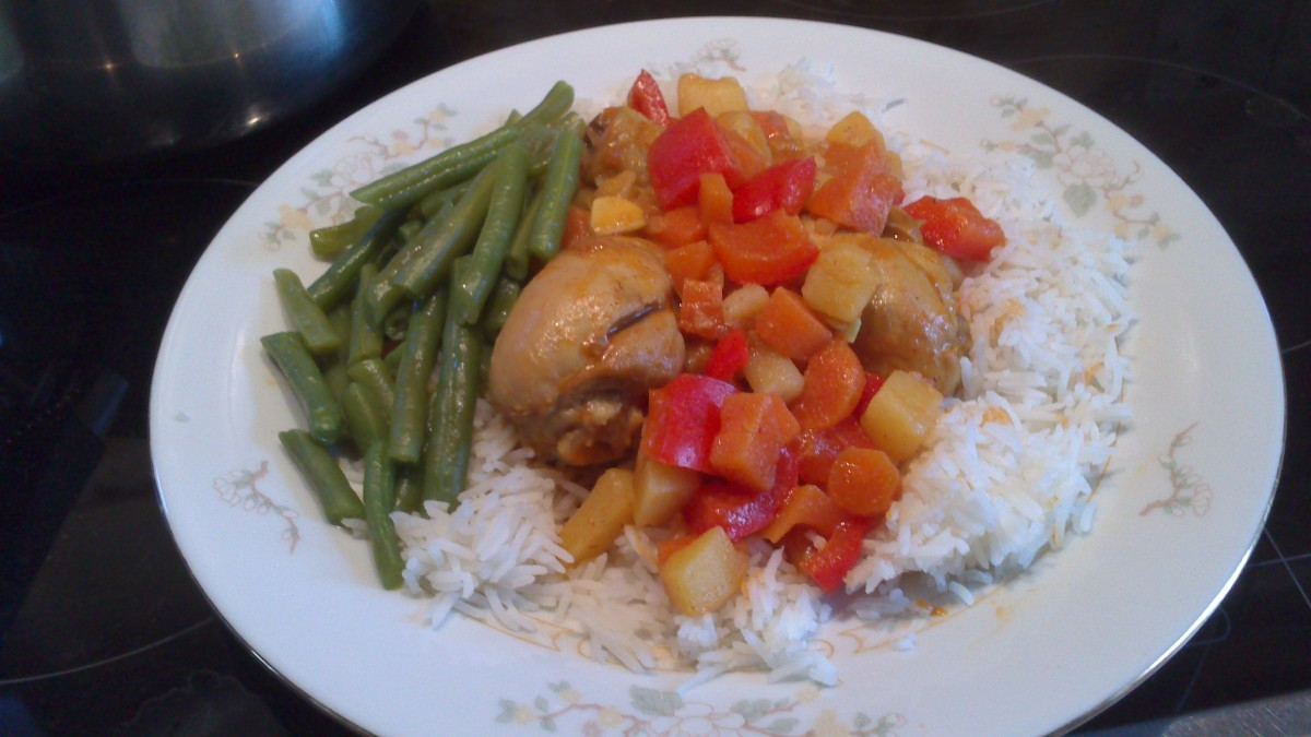 Chicken curry with rice and green beans