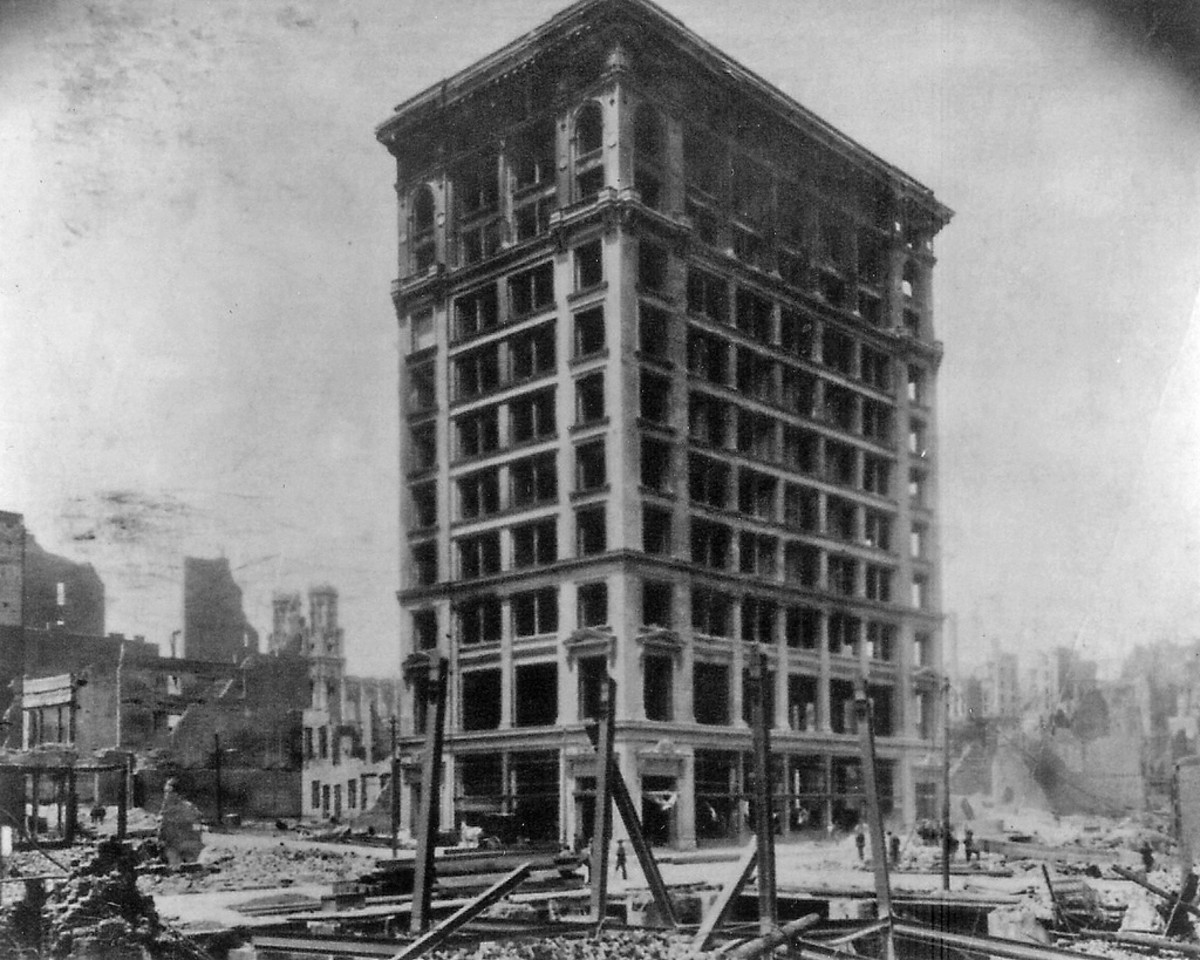Shreve Building Amid Ruins of San Francisco 1906 earthquake