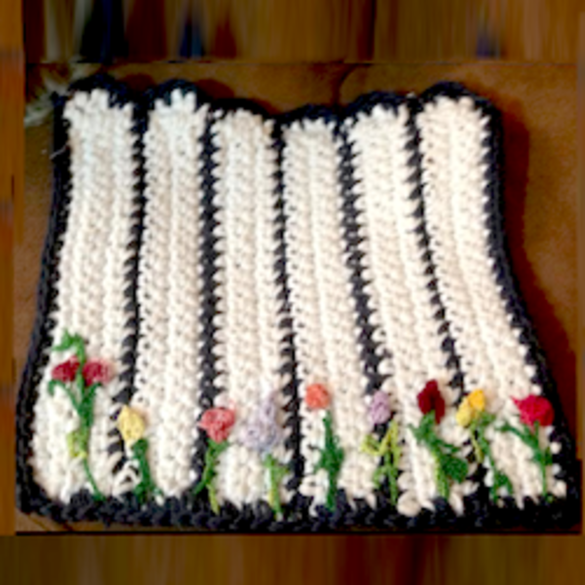 My Picket Fence Potholder Done With Two Colors of Intarsia Crochet