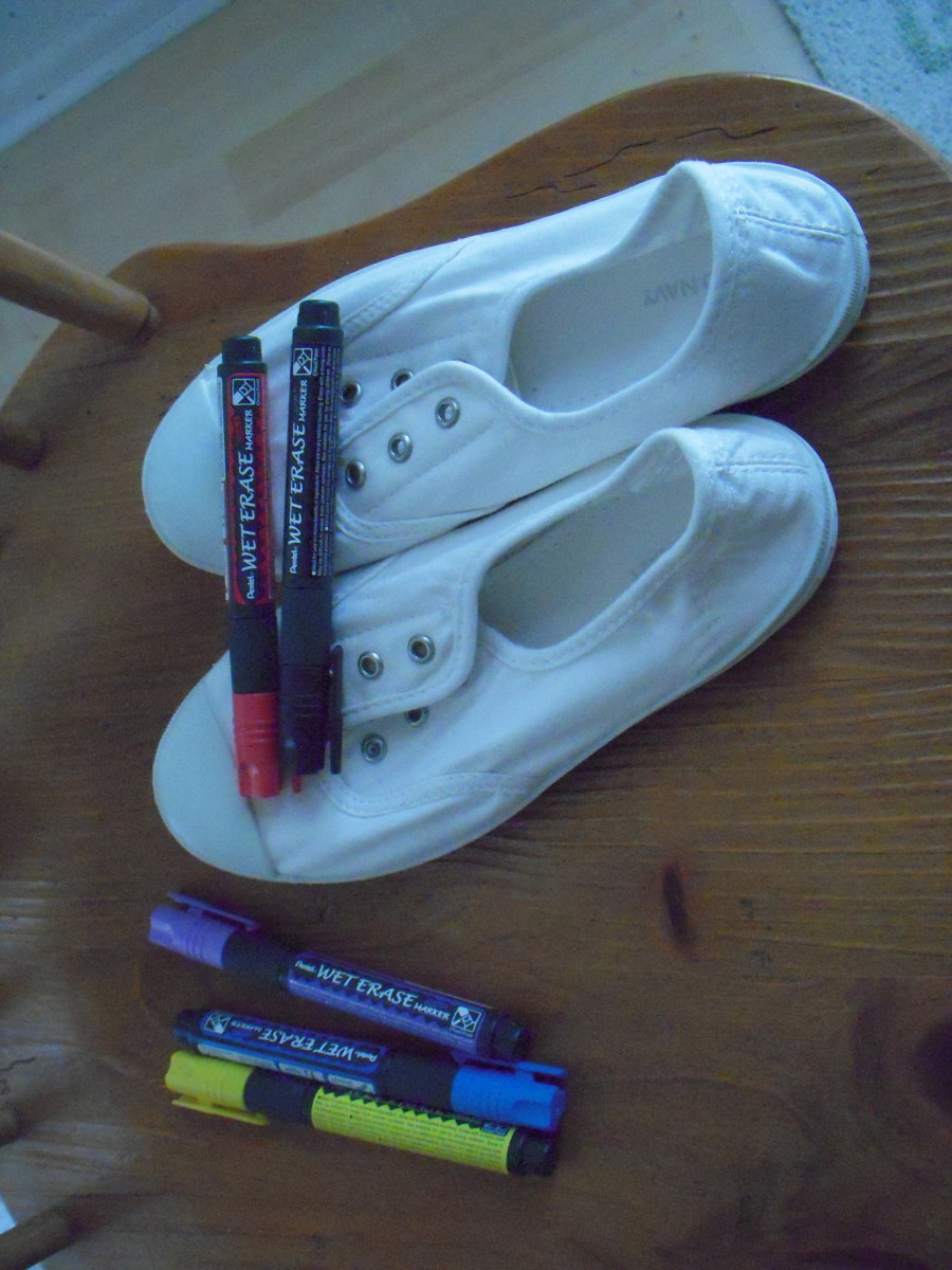 You will need Pentel Wet Erase markers, canvas sneakers, plus practice fabric, a few cotton swabs, a pencil and paper.