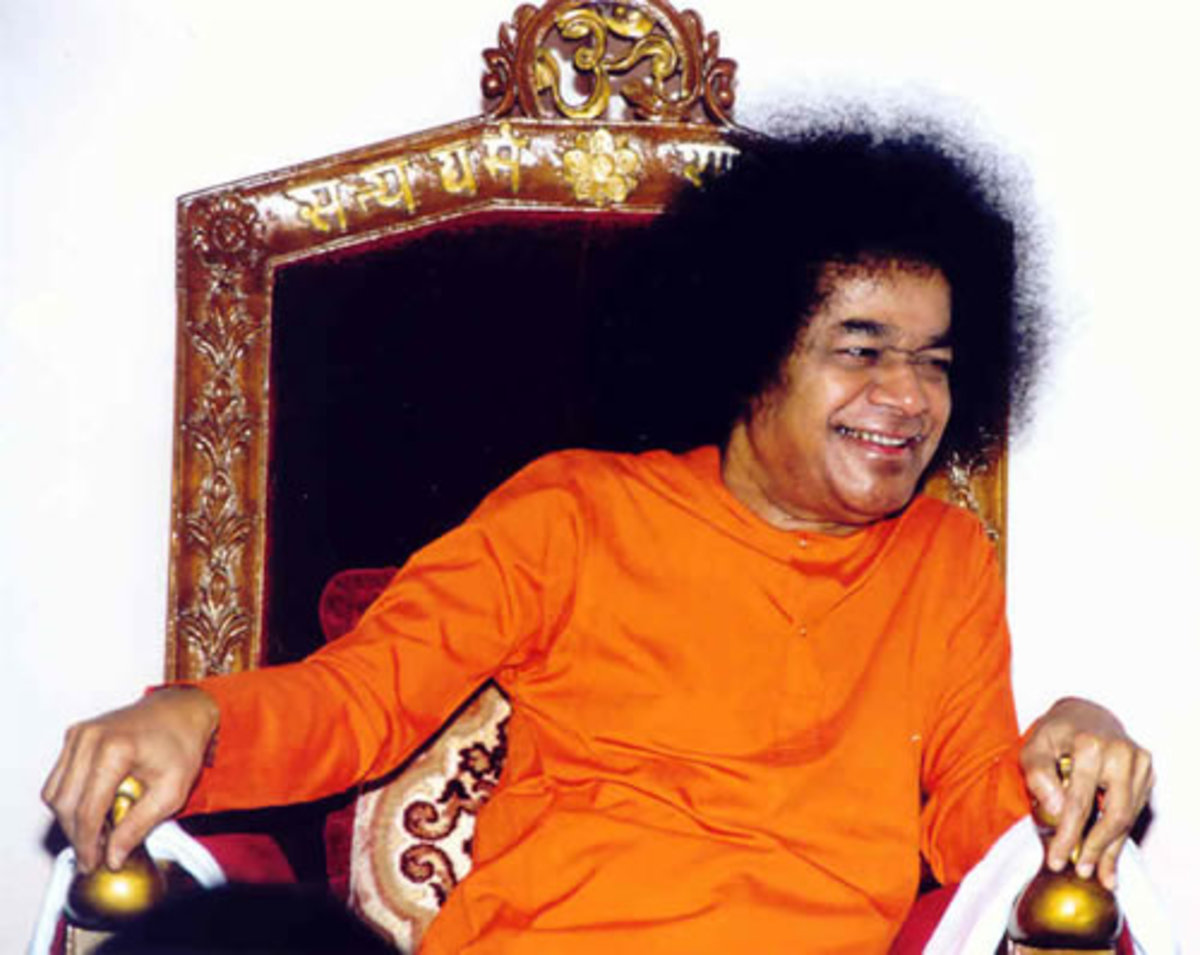 Bhagawan Sri Sathya Sai Baba on the chair in the interview room. It is a great pleasure, privilege and opportunity to enjoy an interview with Swami.