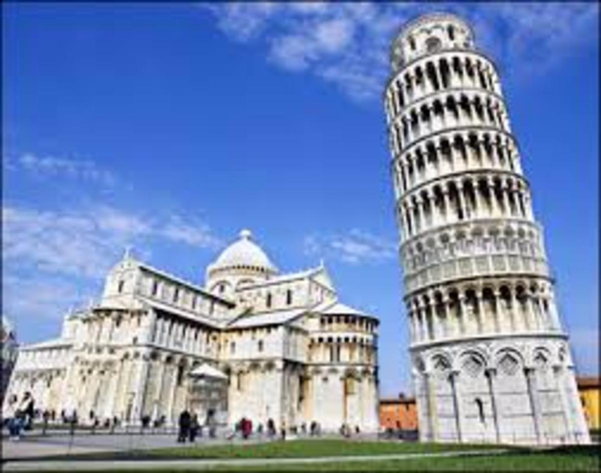The Leaning Tower of Pisa behind the cathedral in Pisa, Italy.