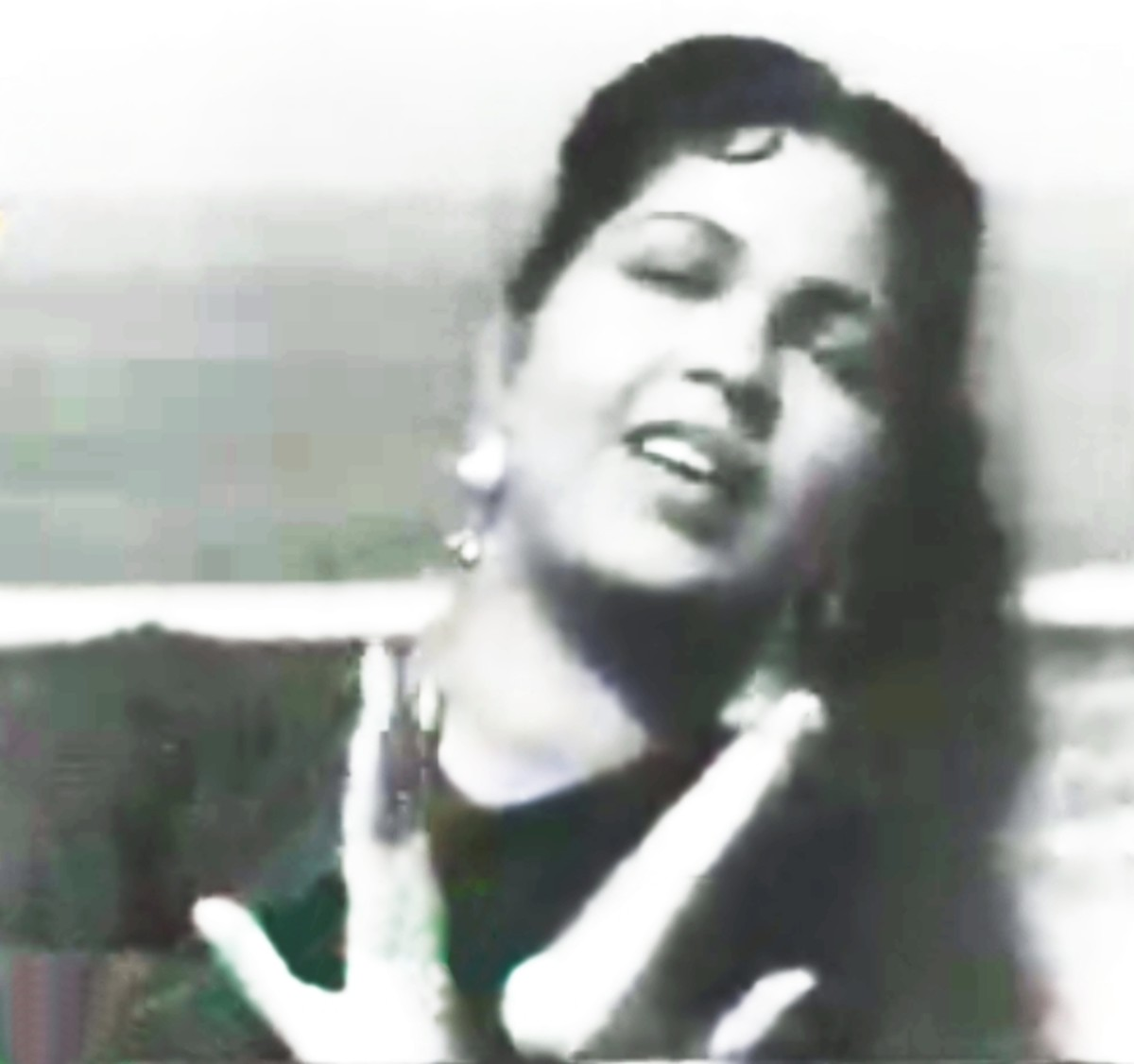 A great trademark number sung by Shamshad Begum - The Queen of Peppy songs