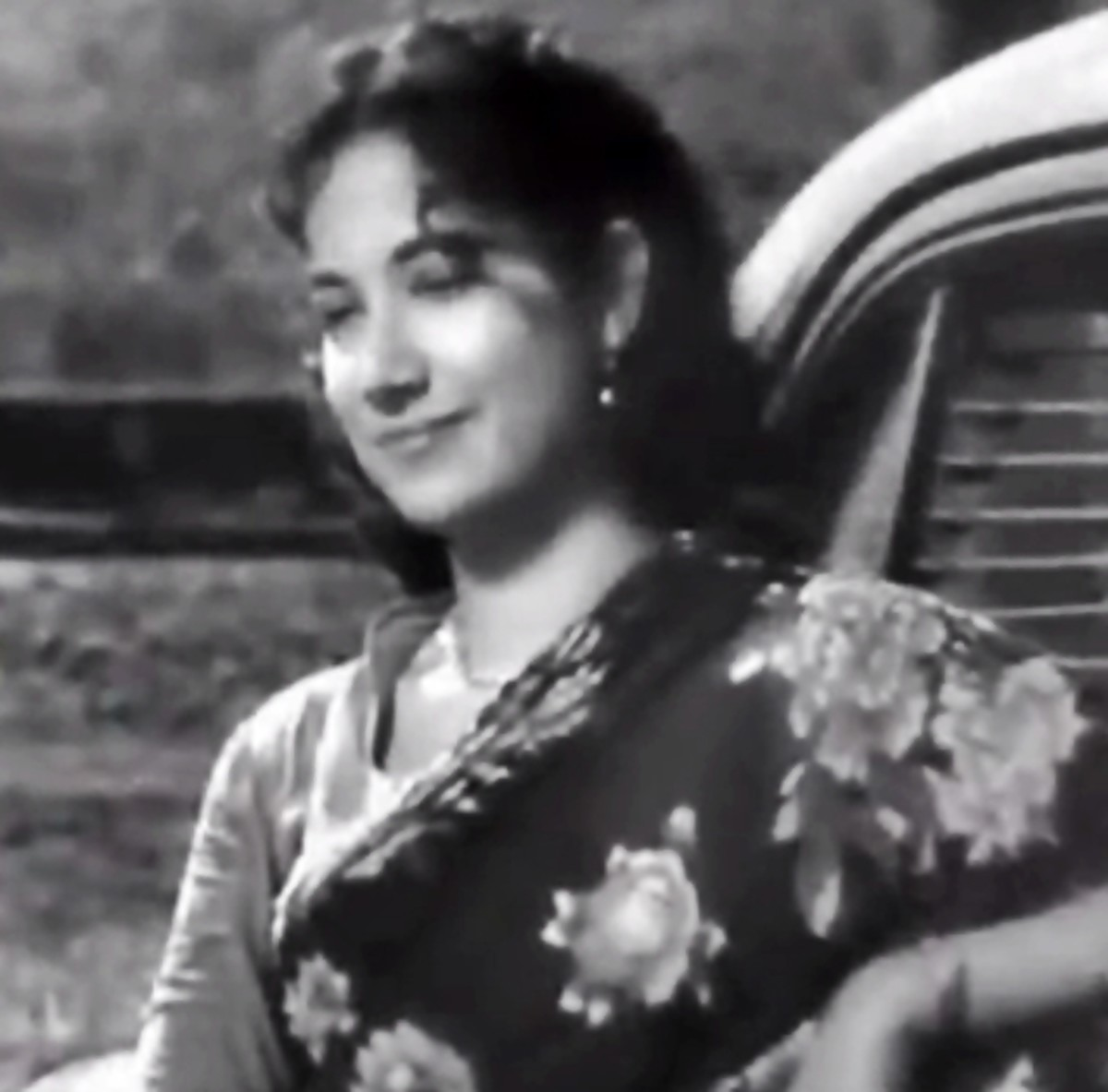 Shakila in the movie CID - One of the most melodious songs of Shamshad Begum, full of energy