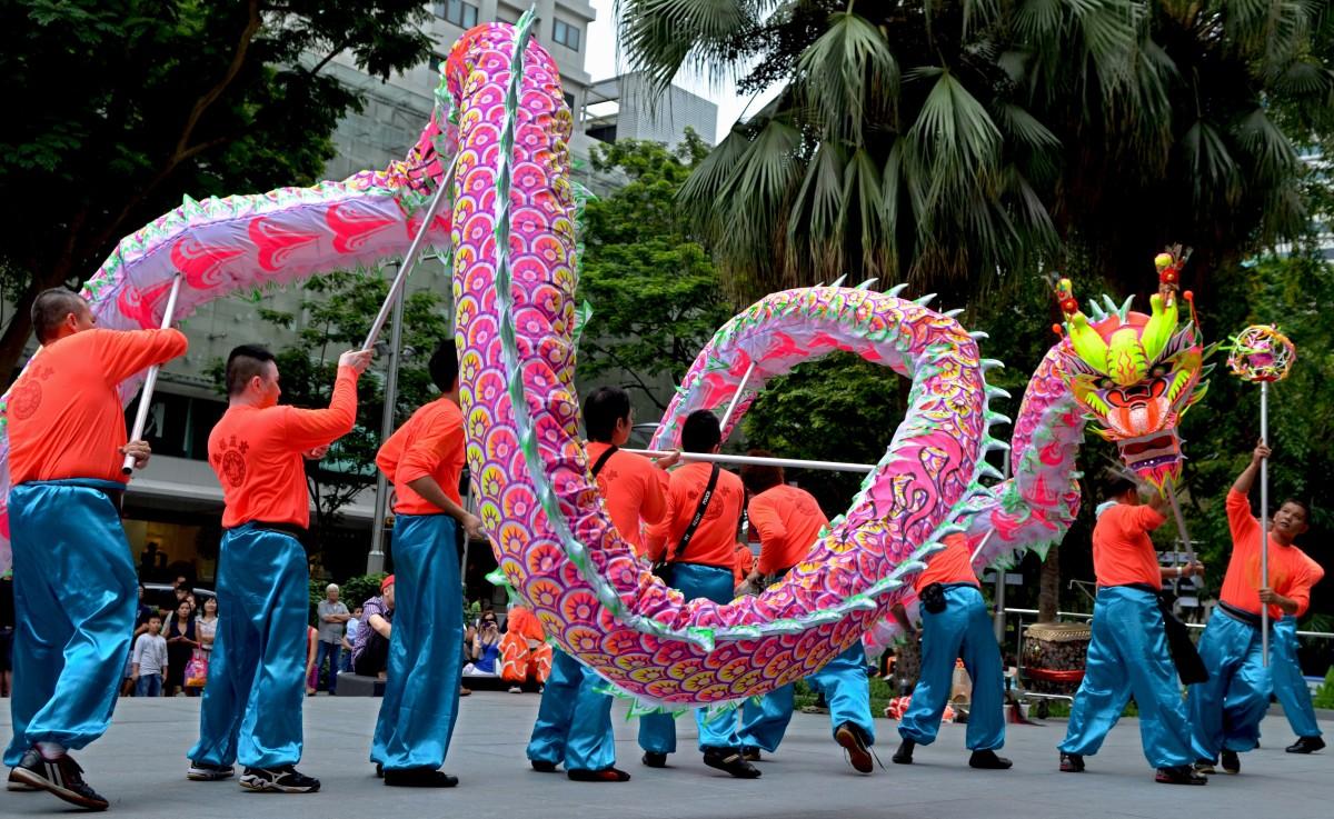 dragon-dance-a-grand-chinese-cultural-entertainment