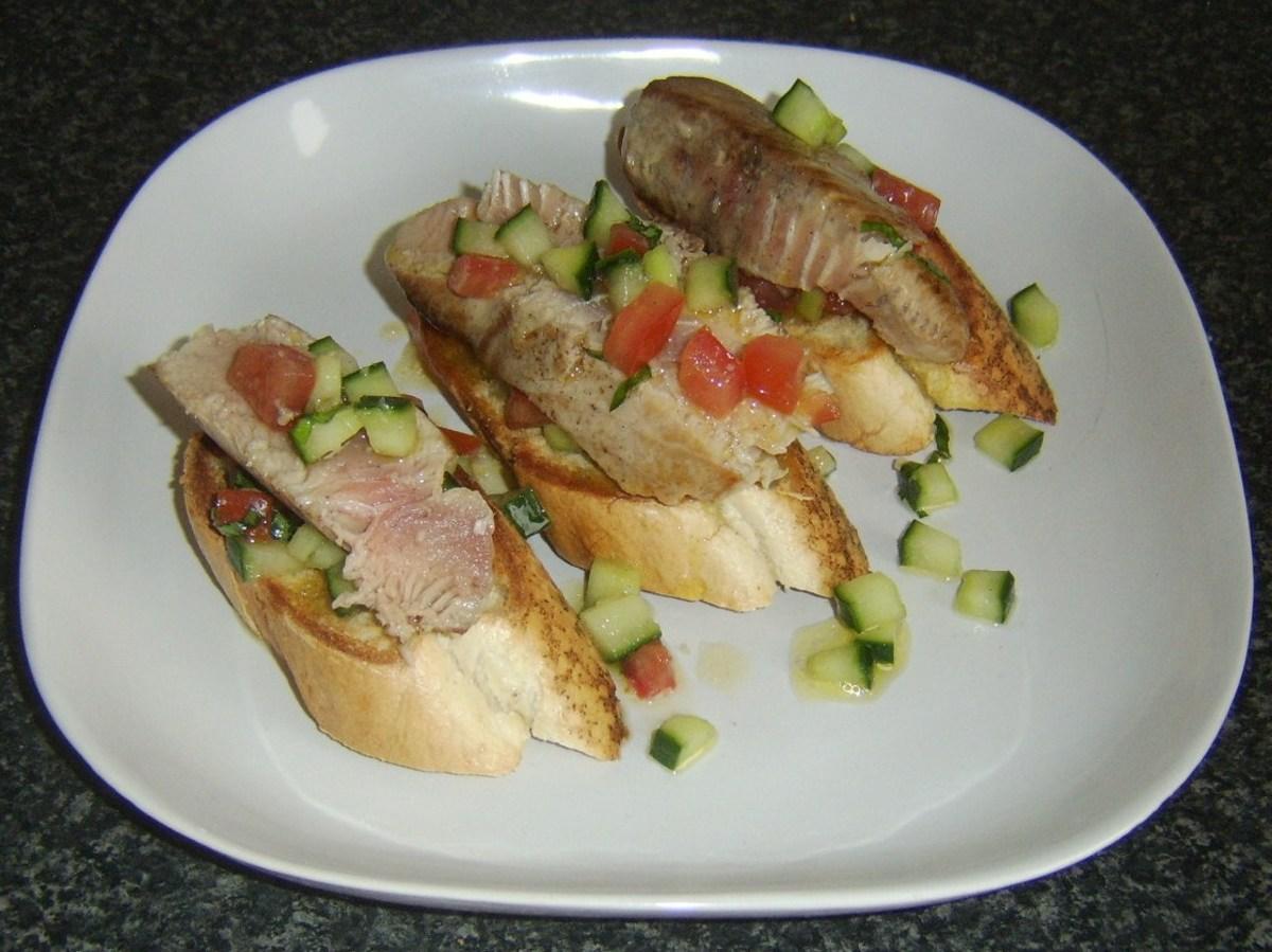 Pan fried loin of tuna and salsa on bruschetta