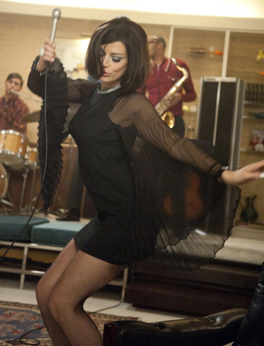 Megan singing Zou Bisou Bisou