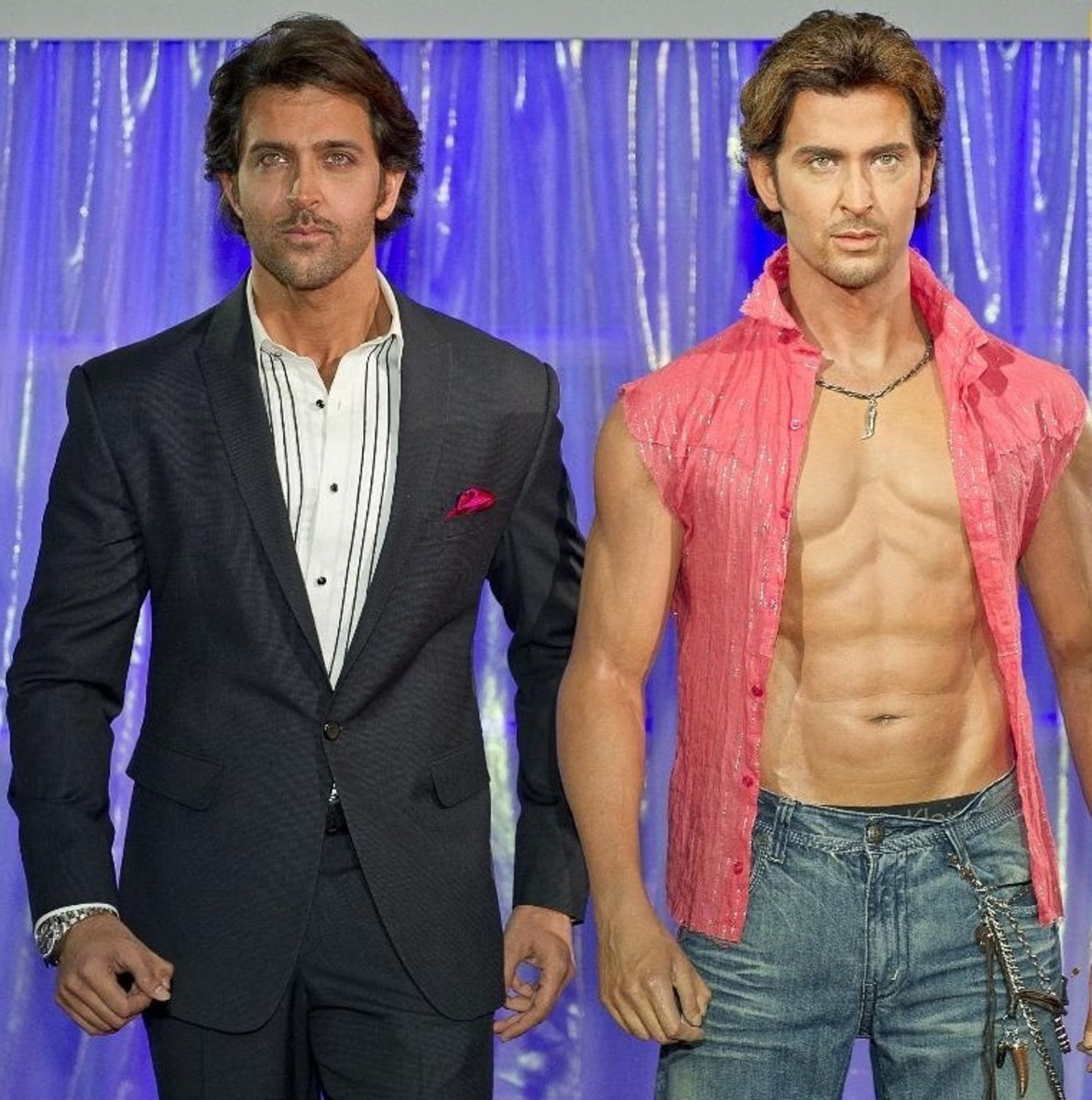Hrithik Roshan with his wax statue at Madame Tussaud's, London (2011), CC-BY-SA-3.0.