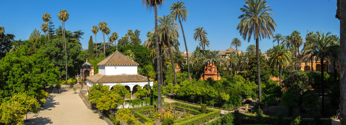Panorama of gardens in Real Alcazar de Sevilla By Mihael Grmek (Own work) [CC-BY-SA-3.0]