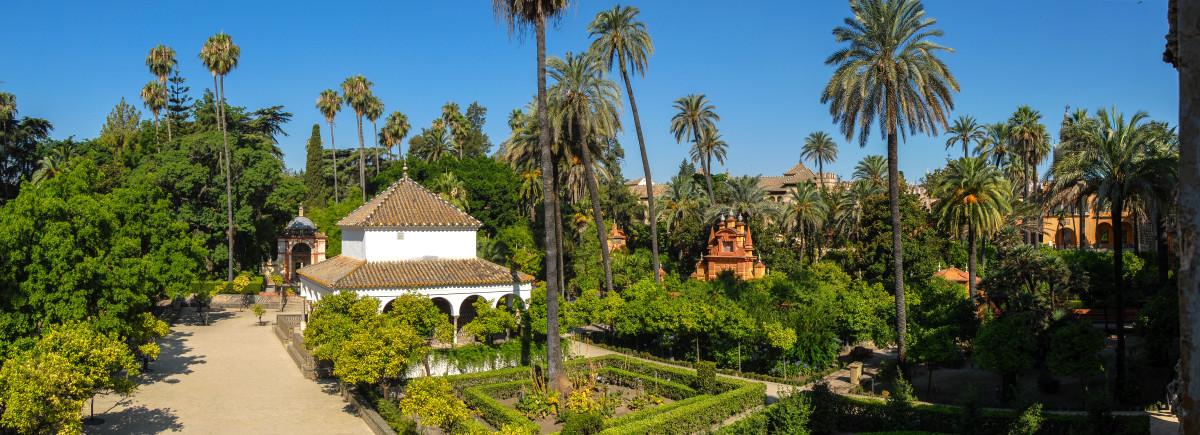 Panorama of gardens in Real Alcazar de Sevilla By Mihael Grmek (Own work) [CC-BY-SA-3.0]