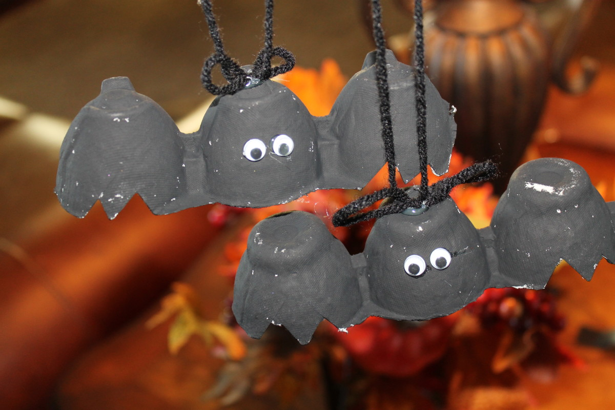 You can make more than an omlette from your used egg cartons with these fun Halloween craft bats