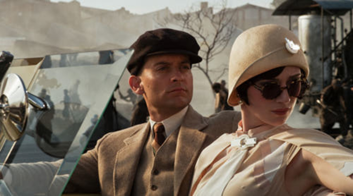 Tobey Macguire and Elizabeth Debecki as Nick Carraway and Jordan Baker