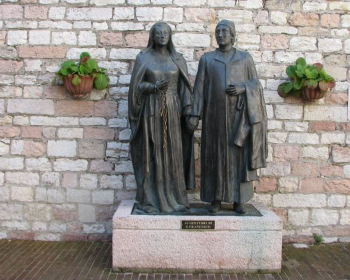 Sculptures of Francis' mother Pica de Bourlemont and father Pietro di Bernardone near the entrance of Chiesa Nuova church, built over their home.