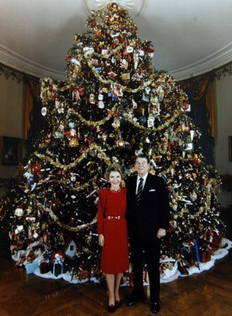 Nancy and Ronald Reagan in front of White House tree