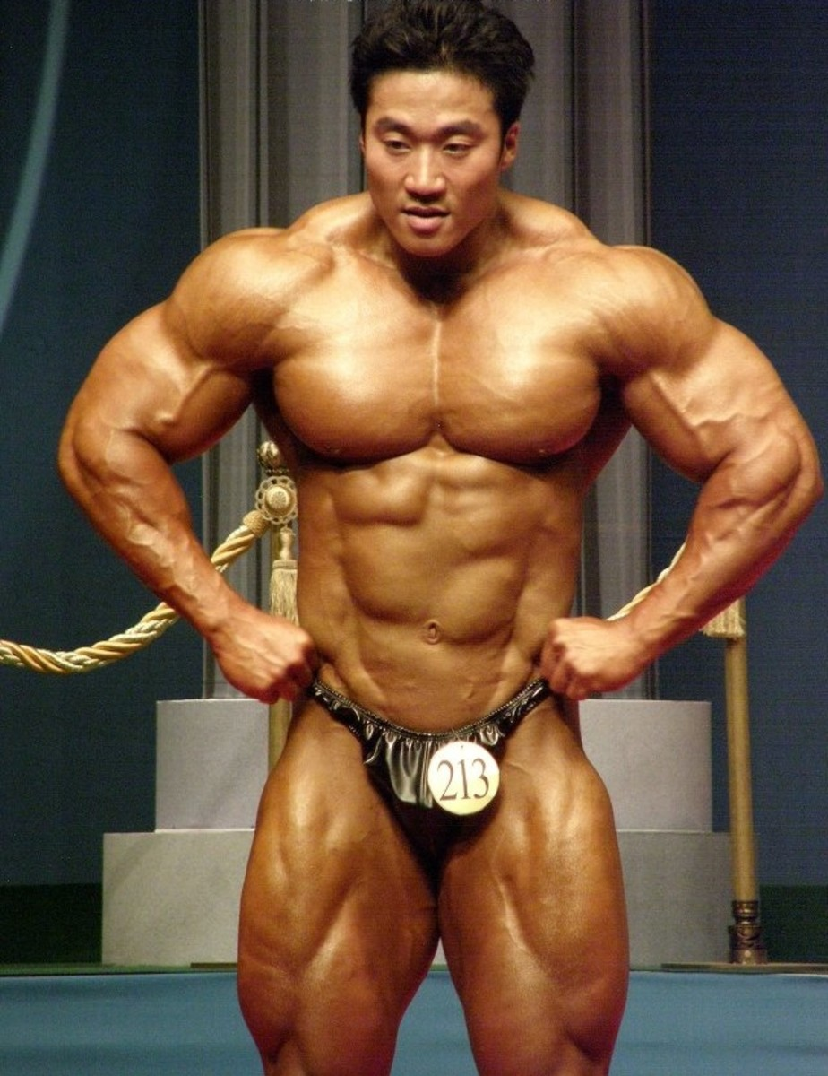 Lee Seungcheol (이승철 선수) doing a front lat spread at the 2010 Mr. Korea competition