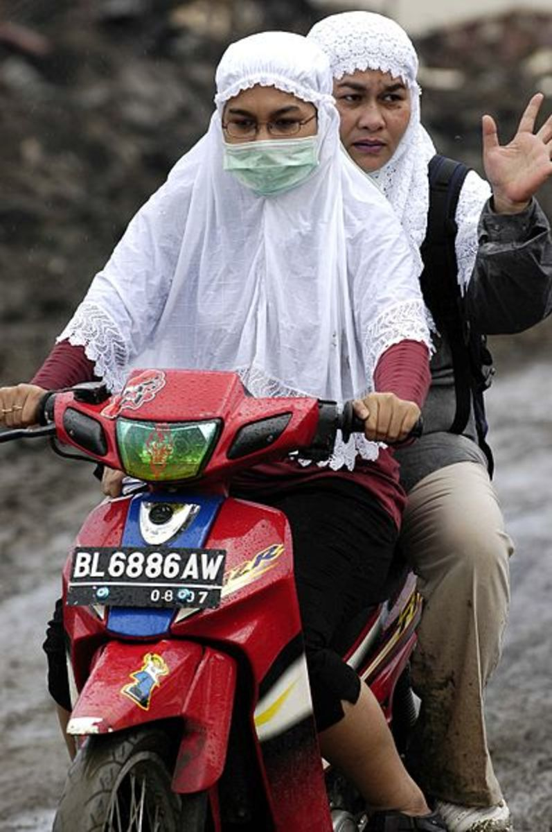 An Indonesian woman in Banda Aceh, wearing her doa guan.