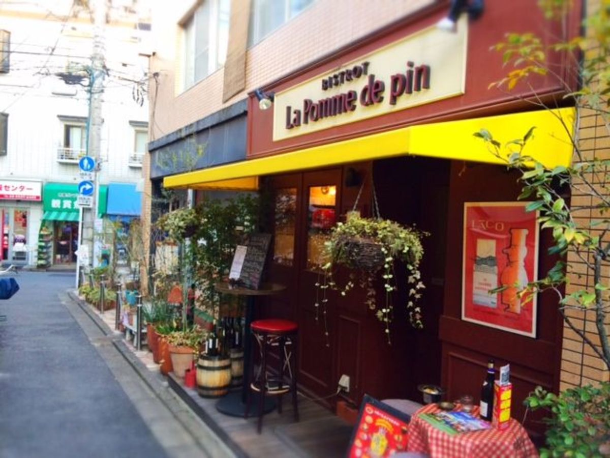 Pomme de Pain is my favorite French bistro in Nogata. Great rustic provincial cuisine served in a casual atmosphere.