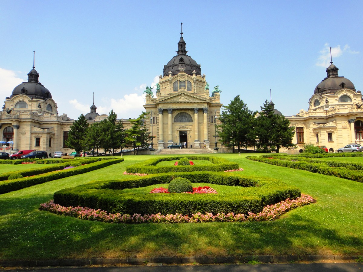 The capital's primary attraction receives many visitors from all over the world.