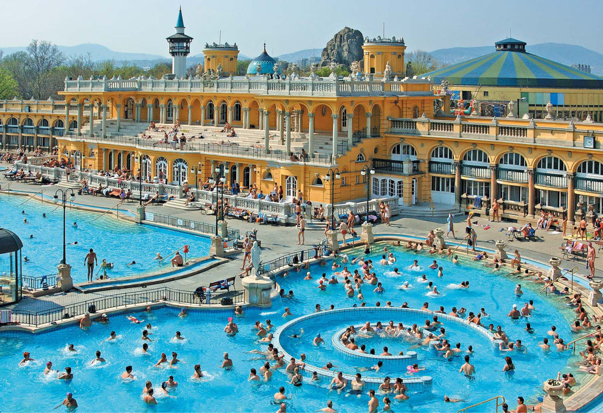 this magnificent complex covers an area of approximately 6,220 Sq. meters. It has  steam chambers, 10-saunas and 18-pools, that cater to group thermal bathing section.