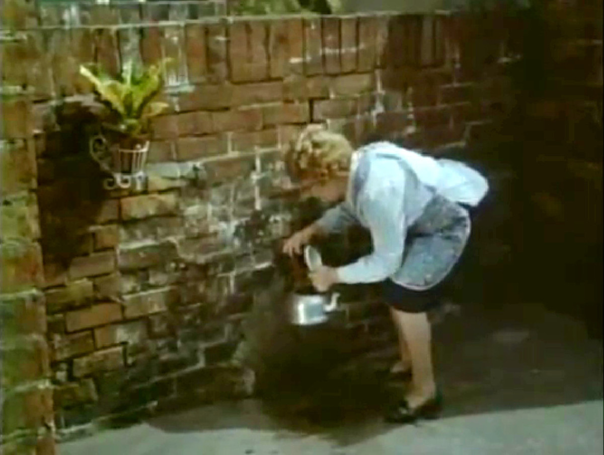 working-class-life-daily-ablutions-1940s-and-50s-style