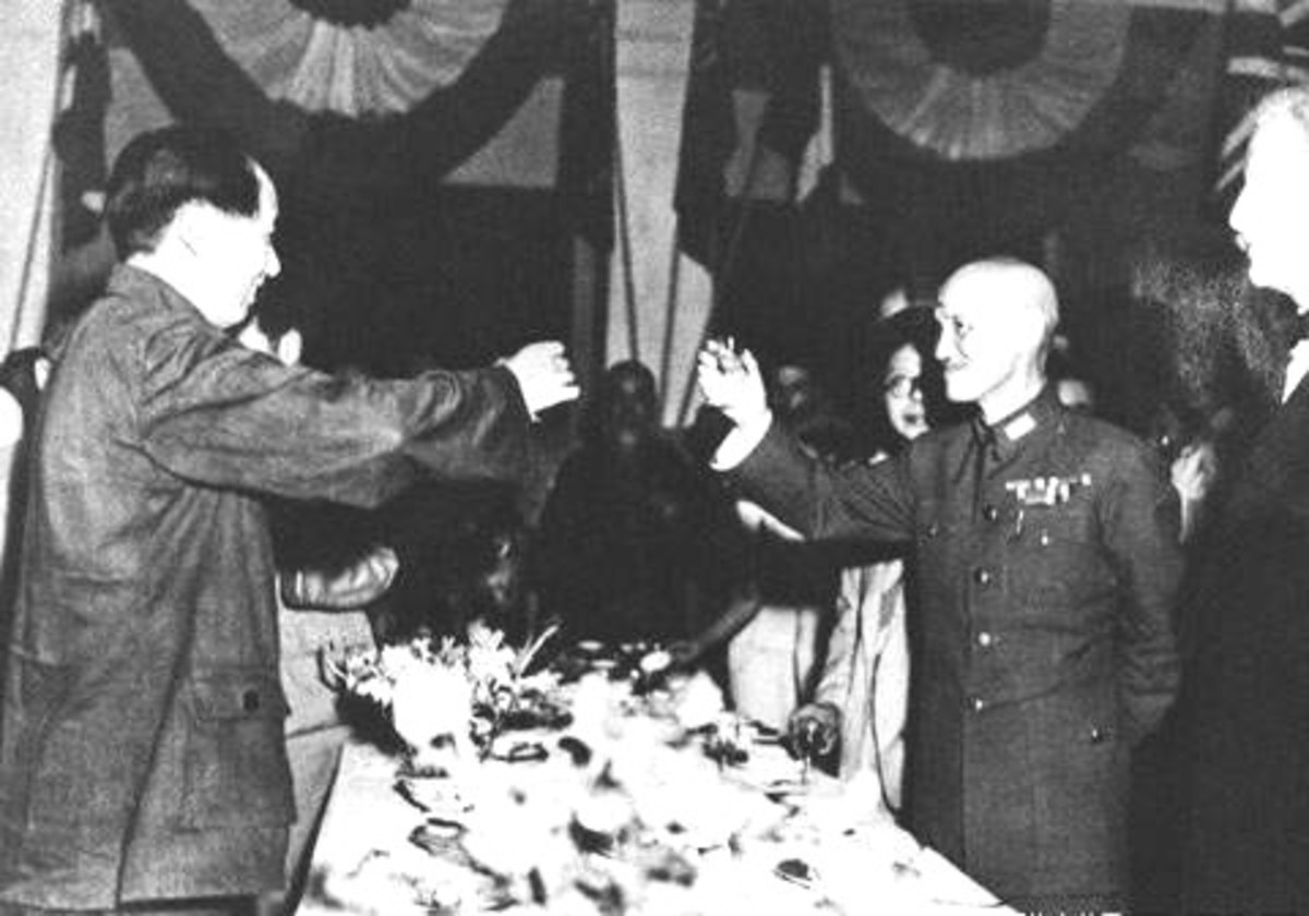 Mao Zedong (left) and Chiang Kai-skek (right) briefly collaborated in the war versus Japan, before turning on each other in 1946.