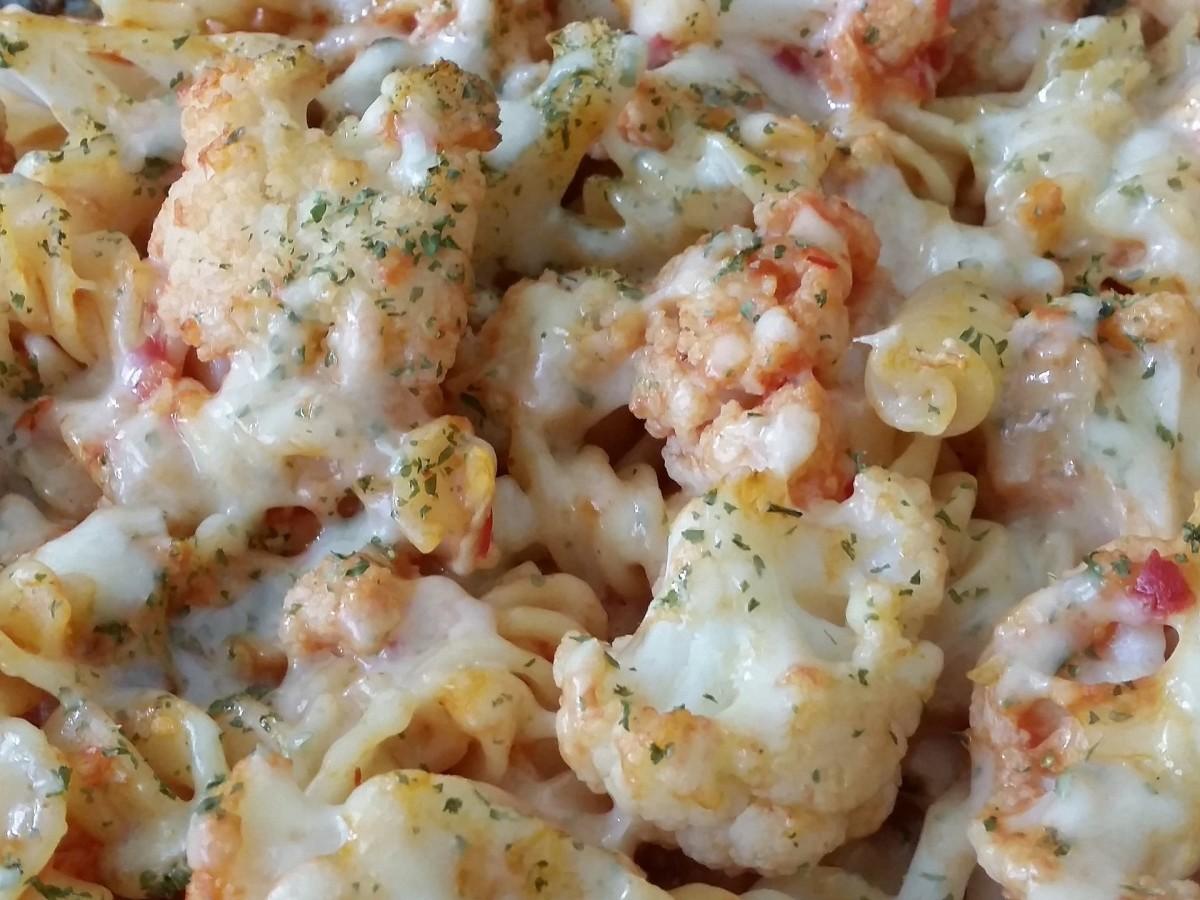Macaroni and Cheese with Cauliflower and Tomatoes